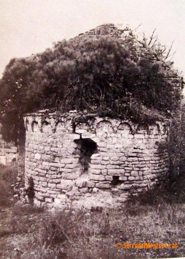Absis de l'ermita de Sant Miquel d'Alòs de Balaguer abans de la seva restauració. La Noguera, Lleida. Catalunya, Montsec de Rúbies (o de Meià).