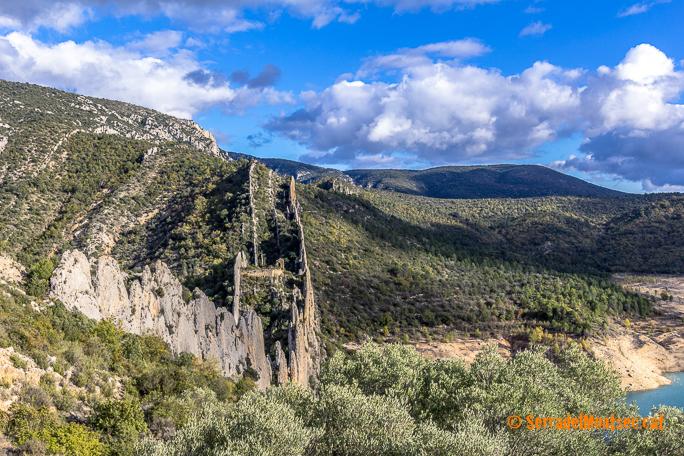 La espectacular formació geològica de les Roques de la Vila de Finestres. Viacamp i Lliterà, Ribagorça. Osca, Aragó. Montsec d'Estall.