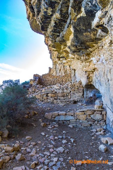 Restes dels habitatges de l'antic vilot d'Oroners. Camarasa, La Noguera. Lleida, Catalunya. Montsec d'Ares.