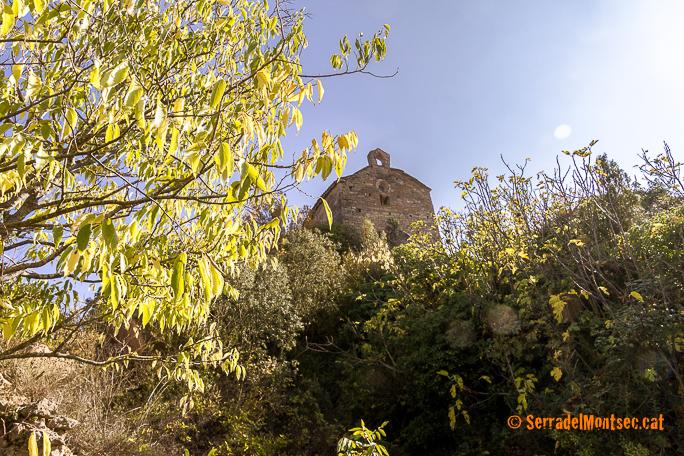 Santa Marina de Soriana des del barri superior del despoblat de Soriana, Estopanyà. La Ribagorça d'Osca. Aragó. Montsec de l'Estall.