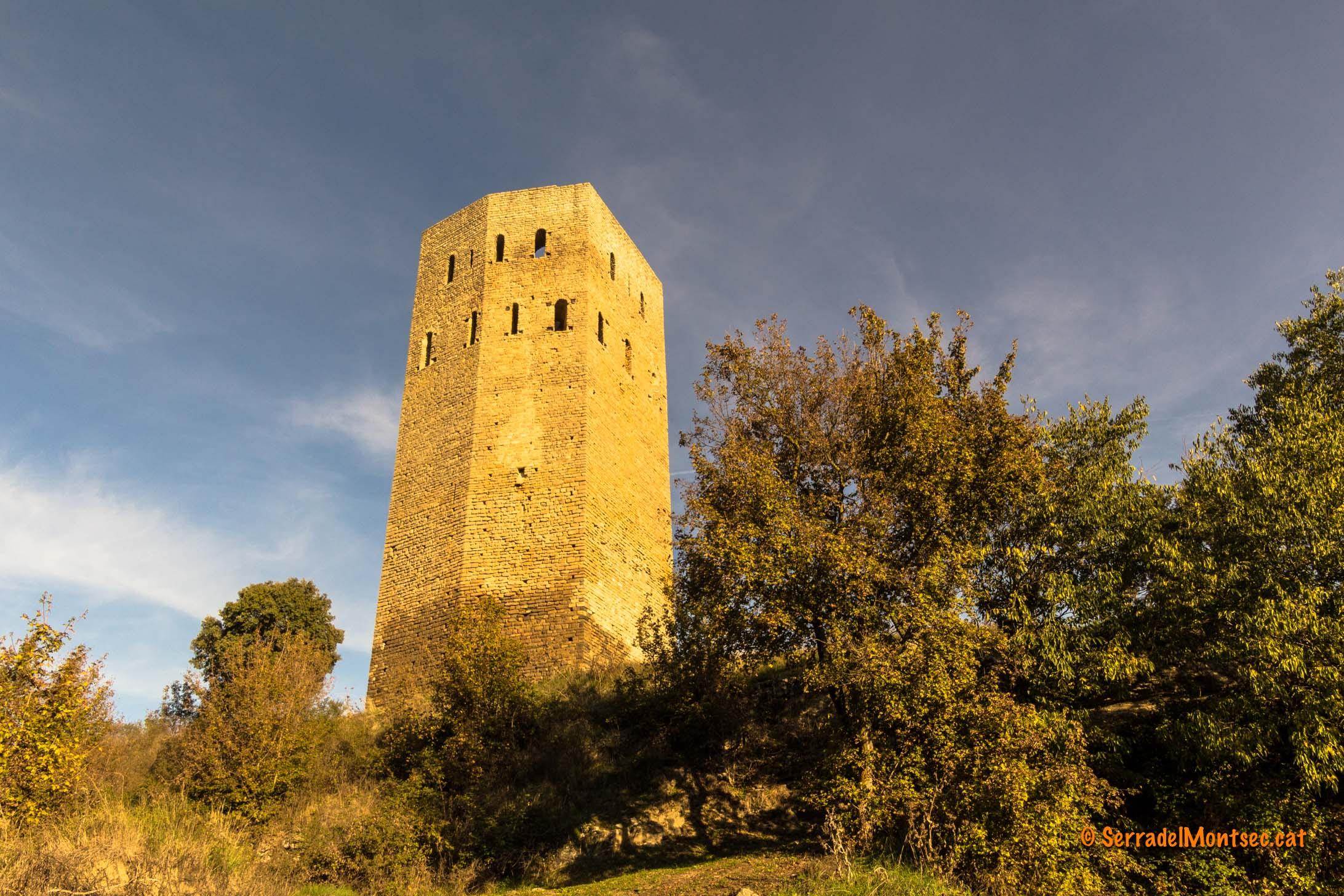 Torre del castell de Lluçars. Tolba, Ribagorça. Osca, Aragó. Montsec d'Estall.