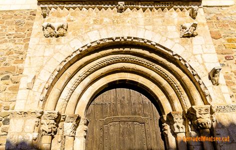 Portalada romànica de l'església de Sant Just i Sant Pastor de Falç. Actualment situada a l'església parroquial de la Mare de Déu del Pui, Tolba. Ribagorça d'Osca. Montsec d'Estall.