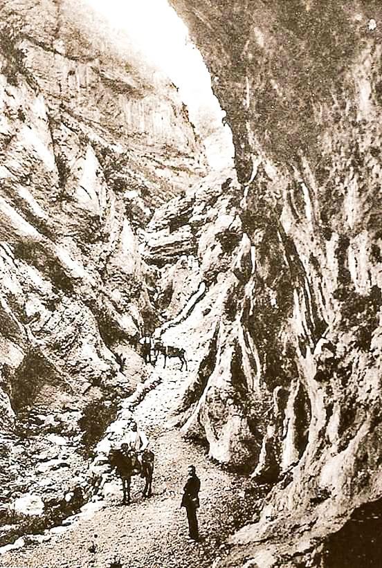 Antic Camí de l'Escala del Pas Nou que unia la Coma de Meià i el Pallars. Vilanova de Meià. La Noguera. Montsec de Rúbies