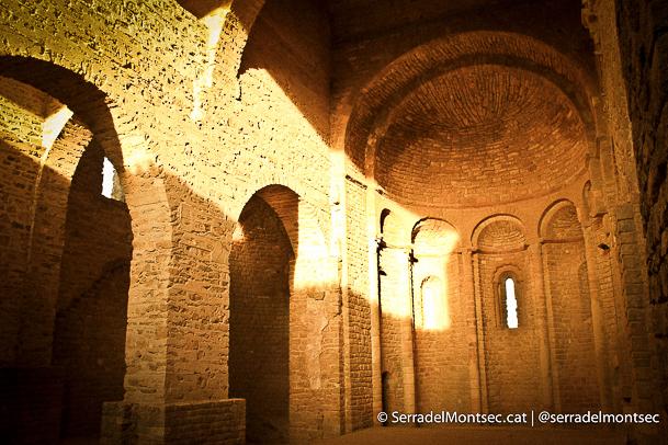 Nau central de l'església superior. Àger, La Noguera. Catalunya, Montsec d'Ares.