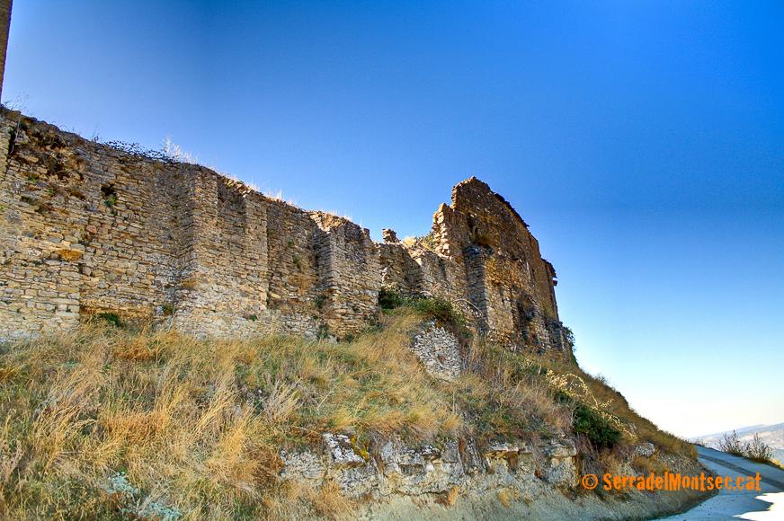 Restes de les muralles de Castellnou del Montsec. Sant Esteve de la Sarga. Pallars Jussà. Lleida, Catalunya. Montsec d'Ares.