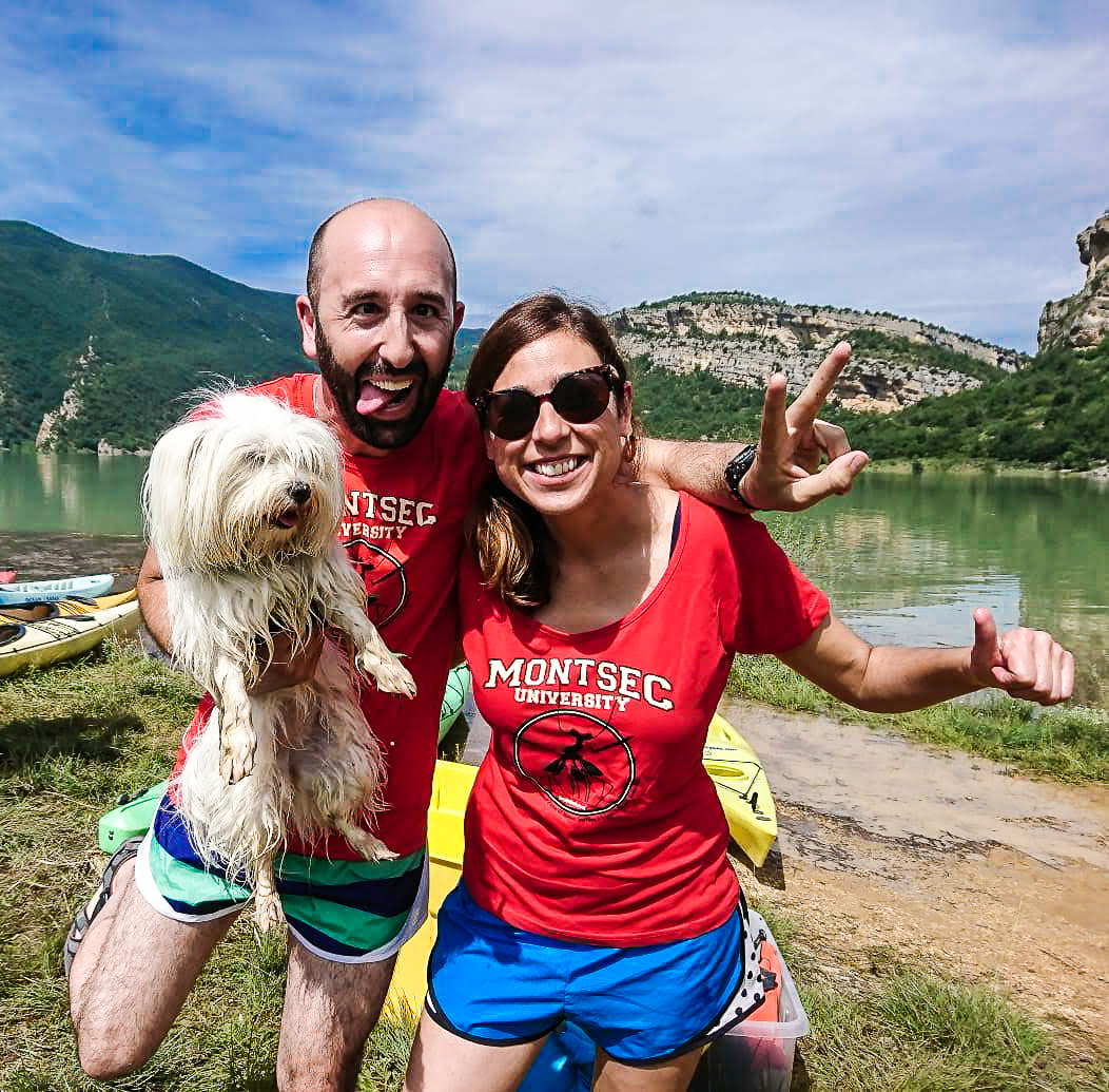La Cristina, el Marcos i la Boira, fent caiac amb Intrepidkayaks.com al pantà de Canelles. Montsec d'Ares.