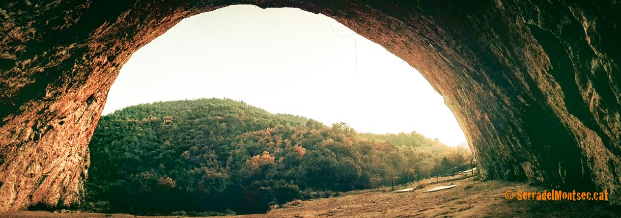 Cova Gran de Santa Linya. La Noguera, Lleida. Catalunya. Aspres del Montsec.