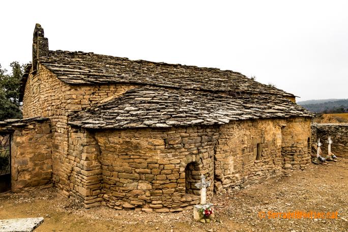 Absis i cementiri de l'ermita de Sant Marc de Batlliu. Anya, La Noguera. Lleida, Catalunya. Montsec de Rúbies.