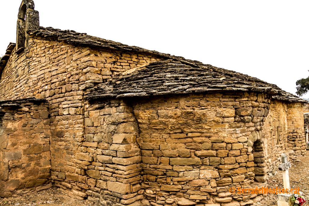 Absis sud i cementiri de l'ermita de Sant Marc de Batlliu. Anya, La Noguera. Lleida, Catalunya. Montsec de Rúbies.