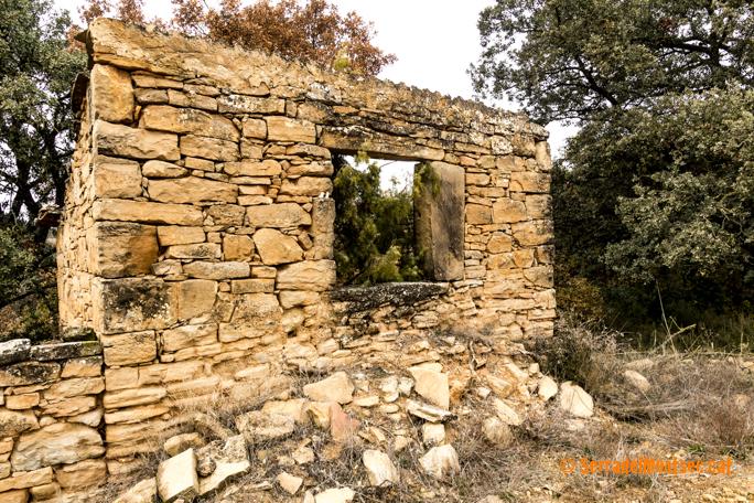 Antic trull vora l'ermita de Sant Marc de Batlliu. Anya, La Noguera. Lleida, Catalunya. Montsec de Rúbies.