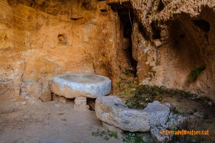 Pedres de mòlta del Molí Fariner del Barranc de Sant Medard, Benavarri, Ribagorça. Osca, Aragó. Montsec d'Estall.