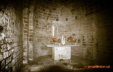 Interior de l'ermita de la Mare de Déu del Congost, Girbeta. Viacamp i Lliterà, Ribagorça. Osca, Aragó. Montsec d'Estall.