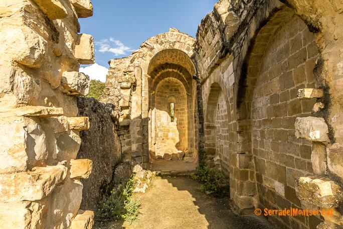 Interior de l'ermita de Sant Vicenç. Finestres, Viacamp i Lliterà. Ribagorça. Osca. Aragó. Montsec d'Estall.