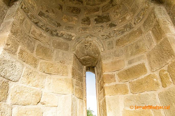 Absis de l'ermita de Sant Vicenç. Finestres, Viacamp i Lliterà. Ribagorça. Osca. Aragó. Montsec d'Estall.