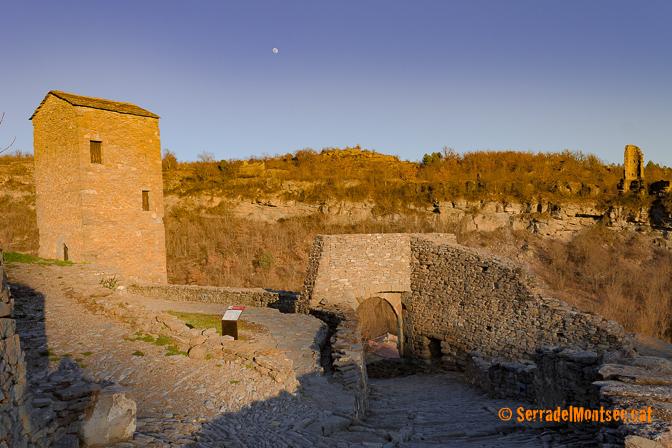 Torre de la presó i Torre de Les Eres (al fons). Montanyana. Ribagorça, Osca. Montsec d'Estall.