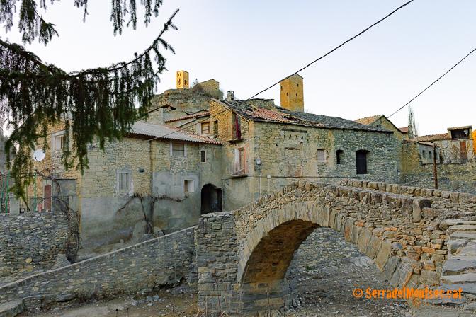 Pont de doble arcada que uneix els dos barris de Montanyana. Ribagorça. Osca, Aragó. Montsec d'Estall.
