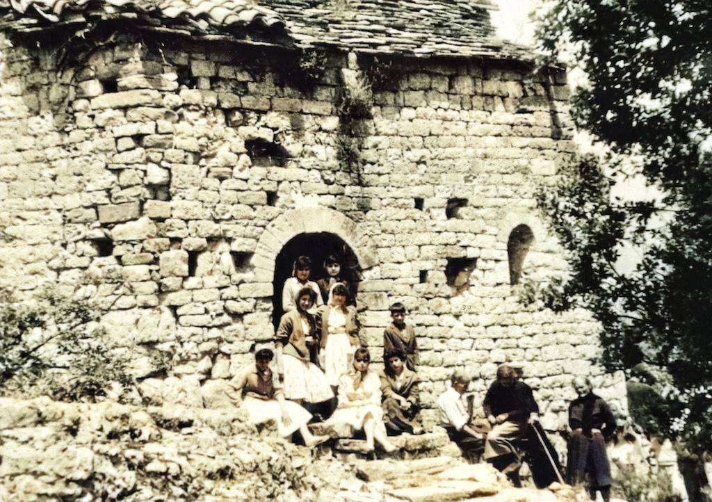 Foto d'any indeterminat de l'Ermita de Sant Urbà de Montclús, Santa Linya. La Noguera, Lleida. Serra del Montsec.