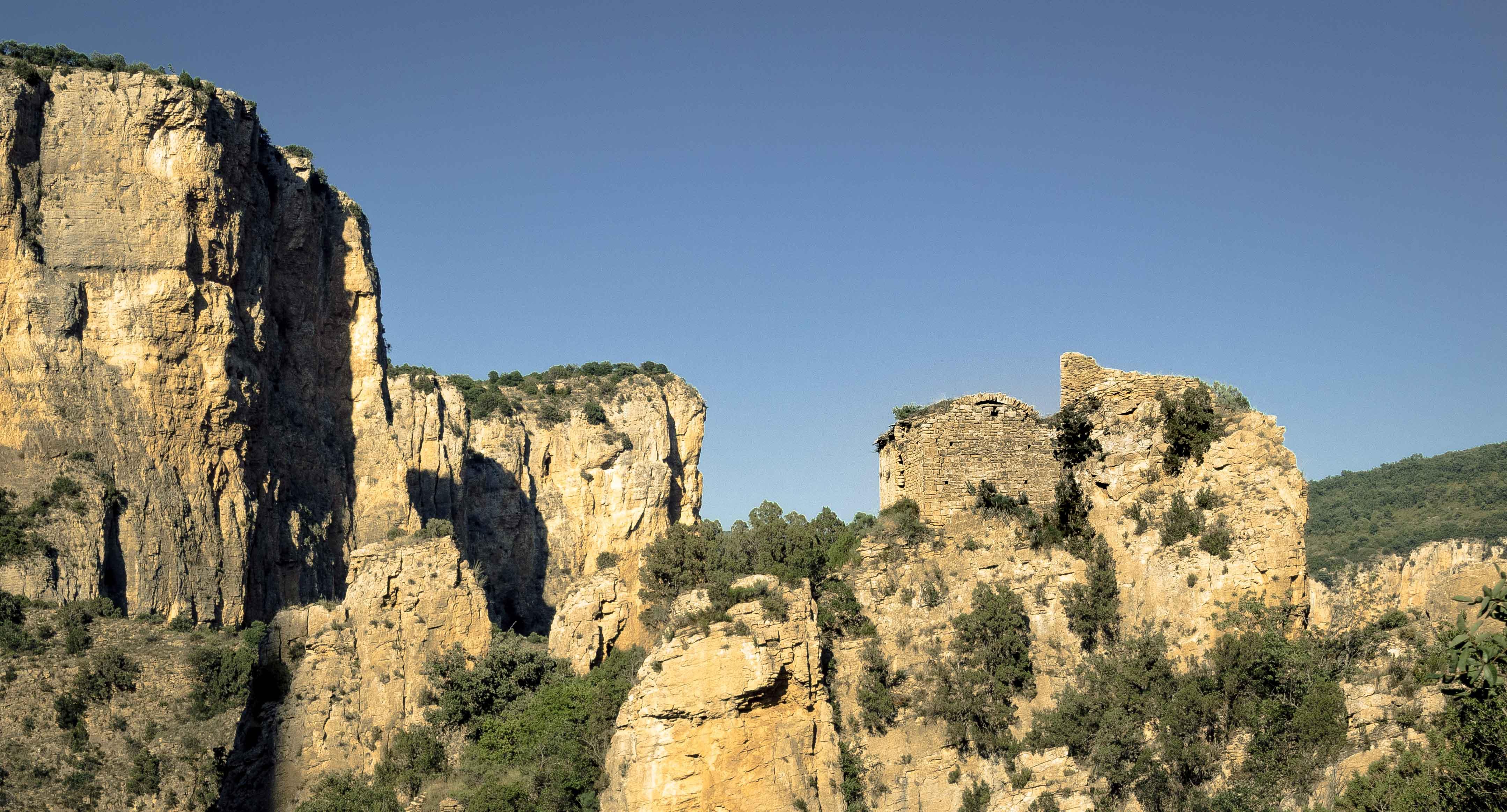 Ermita de Sant Pere de la Vall o Sant Pere de Queralt des del Portal de Sant Pere. Santa Linya, La Noguera. Lleida, Catalunya. Montsec.