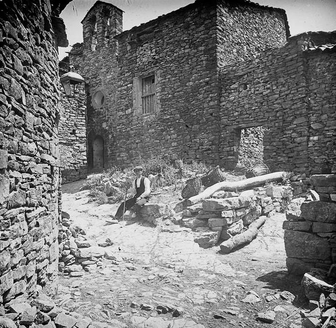 Fotografia de l'església de Llordà. Any 1920, Josep Salvany. Biblioteca de Catalunya.
