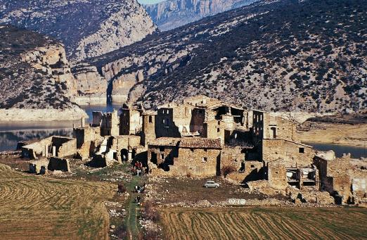 Antic poble de Blancafort, després del seu abandonament, als anys 60 (d'autor desconegut). Os de Balaguer, La Noguera. Lleida, Catalunya. Serra del Montsec.