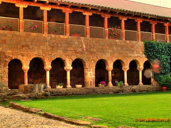 Santa Maria de Gualter. La Baronia de Rialb, La Noguera. Lleida, Catalunya. Montsec de Rúbies.